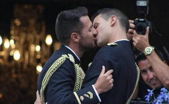 vivre trans -Chema-Jonathan-Espagne-mariage-police-gay