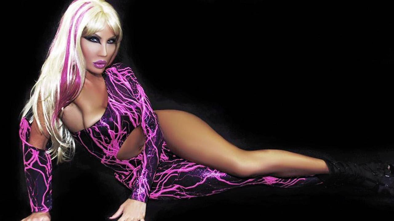Nikki Exotika - plastic hollywood - chirurgie esthetique - transgenre - vivre trans