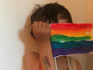 Enfance-franco-norvégienne-drapeau-arc-en-ciel-tolerance-diversité-vt-vivre-trans-2