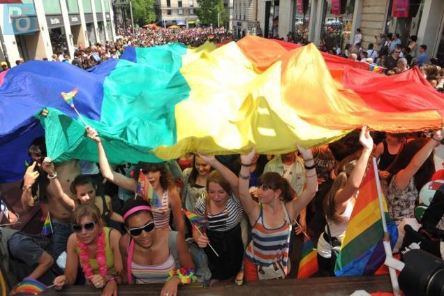 drapeau-LGBT-gay-pride-vivre-trans